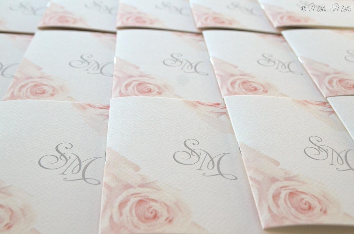 libretti messa matrimonio con rose e iniziali sposi