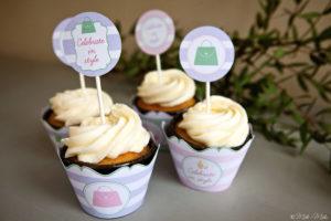 cupcakes con copri pirottini decorati e topper