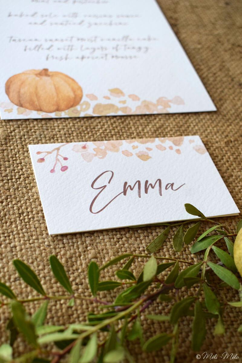 un segnaposto al nome di Emma in stile autunno