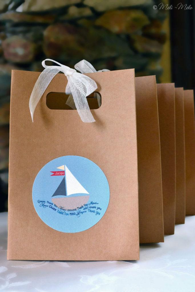 confezioni per battesimo tema mare con motivo barca e fiocco